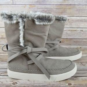 TOMS Vista Boots NWT